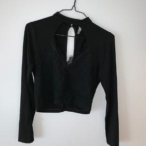 Rigtig fin ASOS crop blouse. Brugt enkelte gange. BYD  Køber betaler selv fragt.