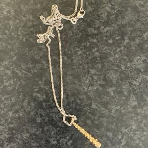 Super smuk hvidguld halskæde med vedhæng  Stemplet 585 og CK