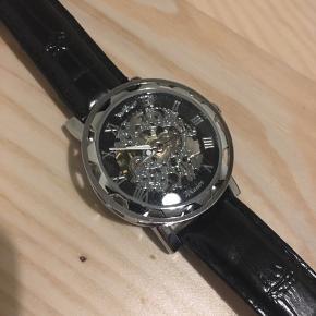 Uret går ikke, men er aldrig brugt, så tænker der bare skal nyt batteri i 👍🏻