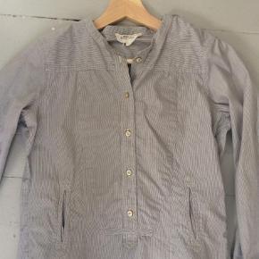 Varetype: Skjorte Størrelse: 1 Farve: Blå og hvid stribet  Smuk og enkel skjorte fra Isabel Marant Etolie i blå og hvid stribet.    Kun brugt få gange.    Bytter ikke