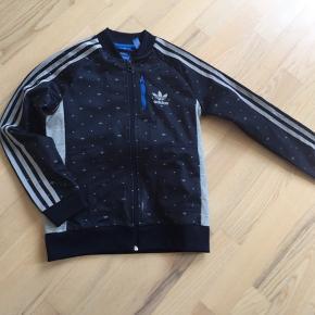 Fed Adidas trøje lidt slidt men i fin stand