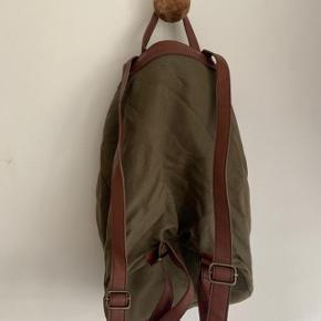 Oii rygsæk  Stort set ikke brugt.  Perfekt til skoletaske eller lignende.