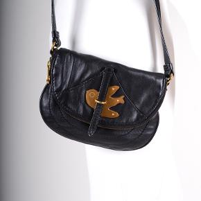 Fin lille cross over taske uden fejl. Lynlås intakt. Kan ikke huske den oprindelige købspris....