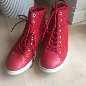 Flotte Ecco støvler 😃Brugt 1 gang  Flot rød farve 🌸🌸 Nypris 1199 kr