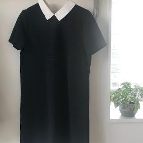 Lækker kjole fra Zara passes af en XS-S  Kan prøves i Århus med god afstand ;-) 💛