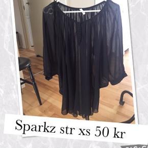 Sparkz bluse str Xs (passer en s/m) Pris 35 kr pp med dao