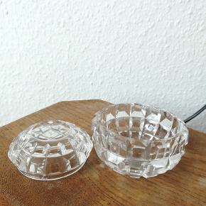 Lille glasskål med låg.