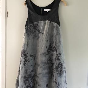 Drappa Dot kjole