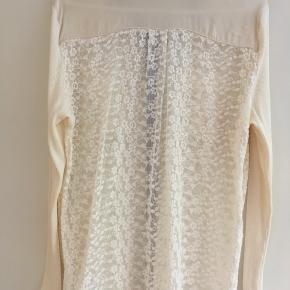 Elegant flot blondeskjorte fra Gustav str. 44 sælges🌸Kun brugt få gange, så fin som ny🌸Se også mine andre spændende annoncer🌸
