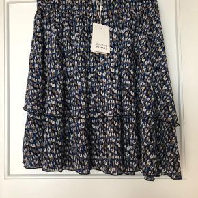 Helt ny nederdel, fin pasform.  Købspris 600 kr.