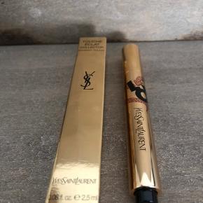 Ny og uåbnet  Yves Saint Laurent Touche Éclat Illuminating Pen Valentines Day Collector 2.5ml  Nr. 2 Ivore lumere
