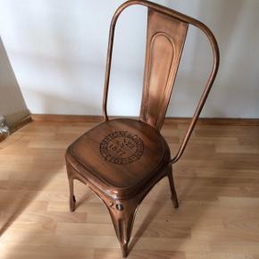 Brugt men ingen/få tegn på det da de holder rigtig godt 😊 Ny pris: 800 kr pr. stol