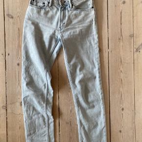 ACNE blå kunst jeans straigt fit i ste 27/32 kun brugt få gange