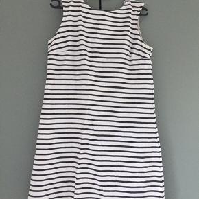 Wood Wood kjole sælges. Næsten ikke brugt. Ny pris 799.  Køber betaler for sendelse
