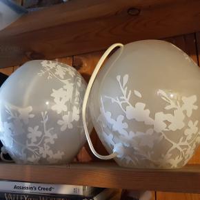 2 stk glas bordlamler fra ikea. Den store model.  50 kr i alt.