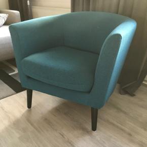 Fin blå lænestol købt i Idemøbler. Fra dyrefrit og røgfrit hjem. Cirka to år gammel