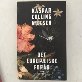 """Det Europæiske Forår af Kasper Colling Nielsen. Udgivelsesår: 2017  """"I """"Det europæiske forår"""" får vi historien om et iværksætter- og forskerkollektiv på Lolland, der forsøger at etablere et samfund med både idyl og teknologi. Du følger fire mennesker i deres kamp for at finde sig selv og deres rolle i det nye samfund.""""  Sender gerne! Pris er eksl. porto. Kan også hentes på Amager."""