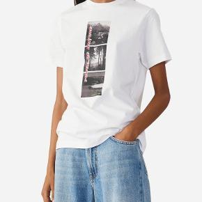Overvejer at sælge min Ganni t-shirt, hvis rette bud kommer 🌸 Np: 600kr