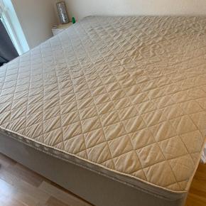 Kontakt 28 91 82 54 for flere informationer, da jeg har lagt sengen til salg for en.