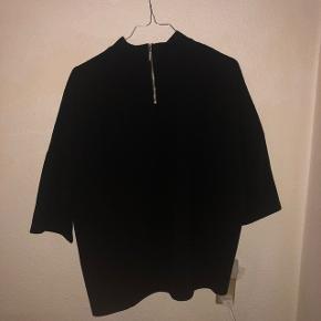 Sælger denne ubrugte bluse med store ærmer fra Jacqueline De Yong str. medium. Har stadig prismærke. Sendes på købers regning. Søgeord: Weekday, H&M, Vila, Vero Moda, Monki, Envii