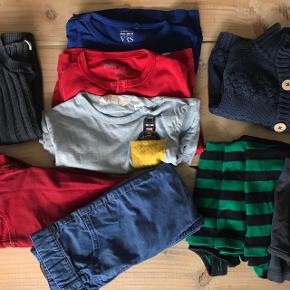 Tøjpakke til dreng i klare farver. Bla en varm sweater, to par jeans, t shirt med LEGO Batman, langærmet bluse og undertrøjer/tank tops. Mærker som Krymmel, Papfar LEGO og H&M