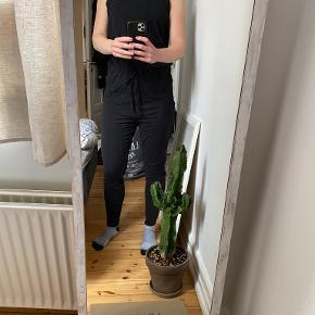 Milla buksedragt