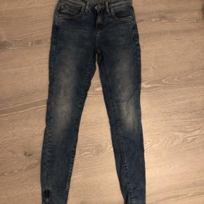 Helt nye jeans fra only, str xs. Stadig med prismærke. Np: 250 Mp: 50