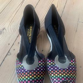 Brunate heels