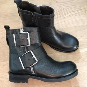 Støvler fra Billi bi. Str 37. Aldrig brugt. Nypris omkring 1500,-