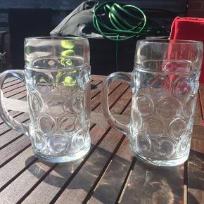 Kæmpe ølglas Der kan være 1 litter i hvert glas  Aldrig været brugt - kun stået til pynt.   20kr stk.