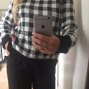 Sweater fra calvin Klein. Sælges da jeg ikke får den brugt. I god stand. Passer en xs-small