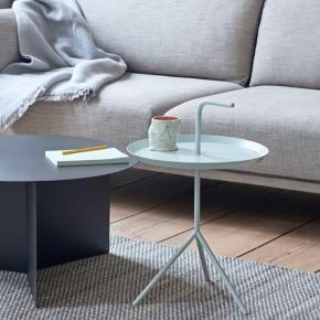 Fint bord som kan bruges ved sofaen eller ved siden af sengen