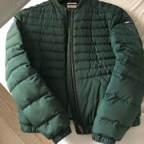 Sælger denne jakke fordi jeg ikke får den brugt er åben for bud