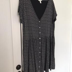 90s inspireret kjole. Meget løst fit 👘  Kan afhentes på Frederiksberg eller sendes med DAO 🐉
