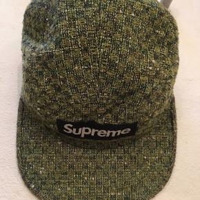 Supreme bright tweed Camp cap fra AW12   Så god som ny!   Spørg endelig hvis du brænder inde med spørgsmål Og husk at tjekke mine andre annoncer ✌️  NB: tager ikke billeder af tøjet på