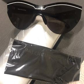 Balenciaga solbriller, fejler intet får dem bare ikke brugt. Åben for bud:)