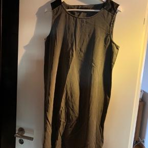 Fed kjole m. Læder. Stor i str.