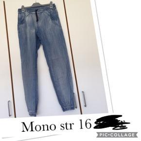 Mono bukser str 16 år. Pris 35 kr pp med dao