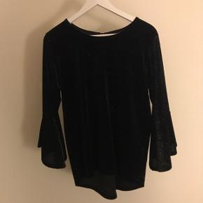 BYD Brugt 1 gang  Project Unknown Sort trøje med vide ærmer og glimmer