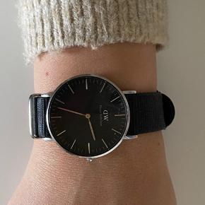 Brugt meget lidt da ure ikke lige er mig  Størrelse 36 mm   Der følger en ekstra rem med