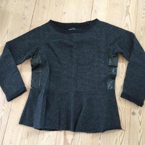 Varetype: Sweatshirt Farve: Se foto Prisen angivet er inklusiv forsendelse.