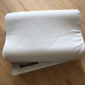 Brand: Dunlopillo Varetype: Pude Størrelse: Premium contour medium Farve: HVID Oprindelig købspris: 799 kr.  Den er brugt 3 dage, så har tilladt mig at skrive aldrig brugt.