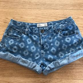Shorts med indi mønster. Fejler intet.