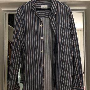Samsøe Samsøe overskjorte Model: Whitman overshirt 9759 Str. L 100% bomuld  Aldrig brugt og så god som ny.  Pris: 200 kroner