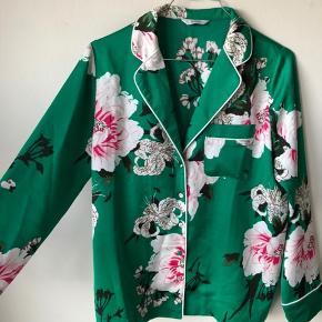 Blazer/skjorte med blomster på 💛 Byd!