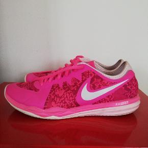 Nike training DF TR3 sneakers. Ikke brugt ret meget.