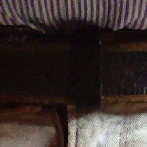 Dieselbælte, brugt en del men holder sig godt, 116 cm lang, 5 huller.
