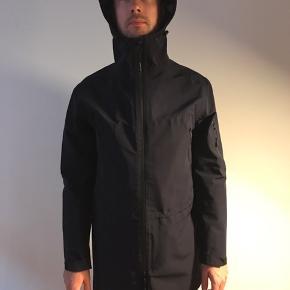 Unisex rain jacket / regnjakke - barely used. Prototype jacket - unique model.  M size for both Men and Women.  Navy blue.