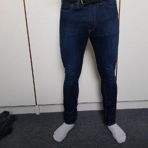 Aldrig brugte Levi's bukser. Livvidde 34 Længde 32