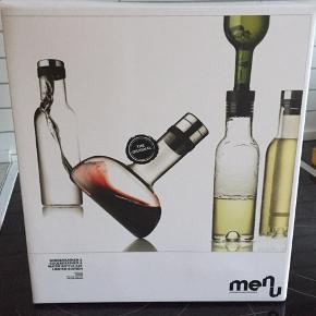 Menu Wine Breather and Cooler & Water Bottle set. Købt på lagersalg i marts. Nypris for Wine breather er 599, Wine Cooler er 399 og Water Bottle er 299.